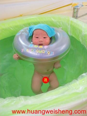 Month Old Swimming 12 / 满月游泳12