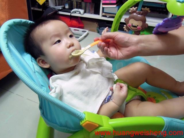 WeiSheng Having Dinner / 玮晟在吃晚餐