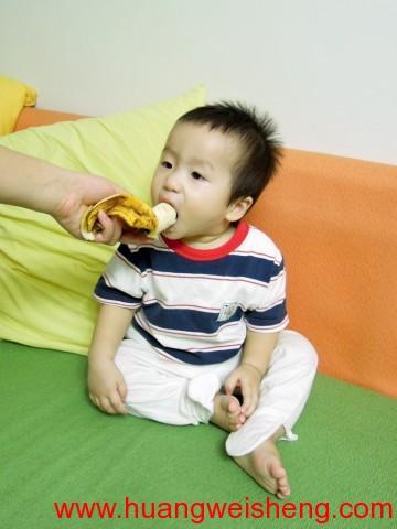 Eating Banana / 吃香蕉 2